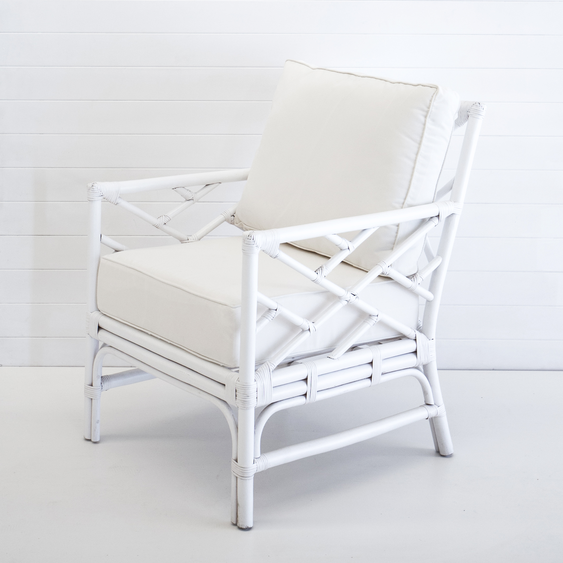 HAMPTONS WHITE ARMCHAIR (WITH WHITE CUSHIONS)