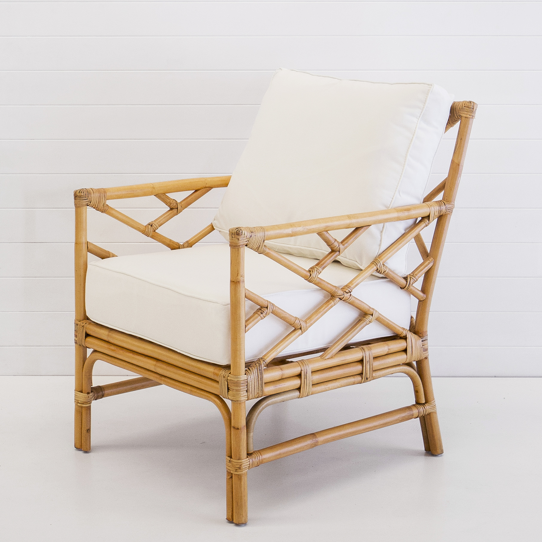 HAMPTONS NATURAL ARMCHAIR (WITH WHITE CUSHIONS)