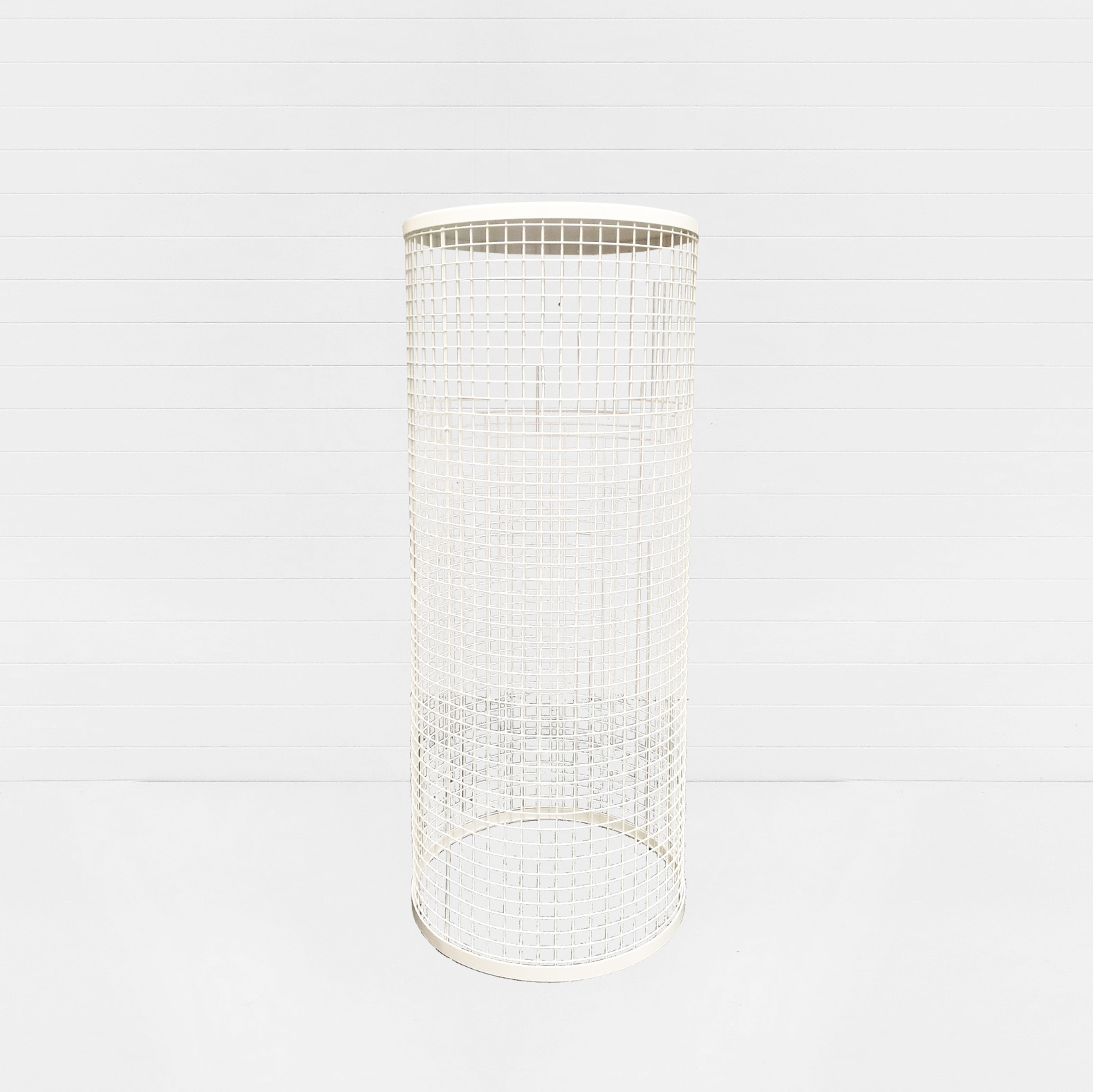 WHITE WIRE CYLINDER PLINTH LARGE