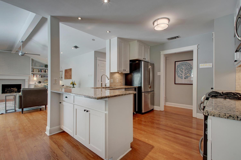 3201 Whitepine Dr-large-013-Family Kitchen Dining 460-1500x1000-72dpi.jpg