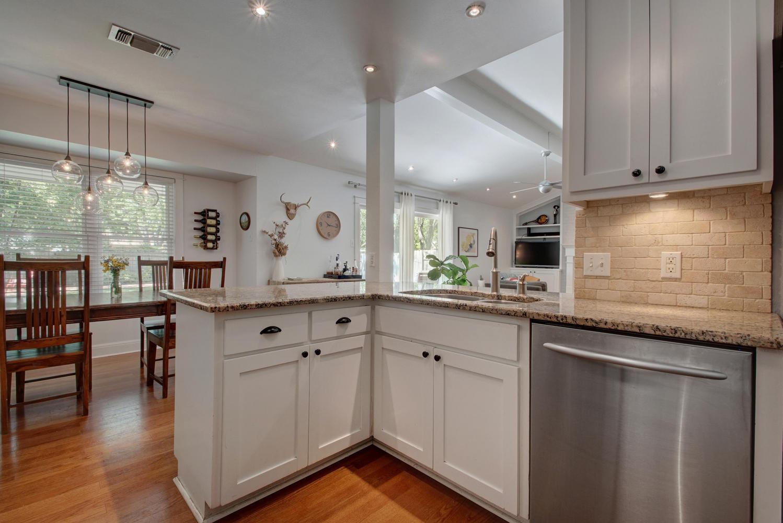 3201 Whitepine Dr-large-016-Family Kitchen Dining 463-1498x1000-72dpi.jpg