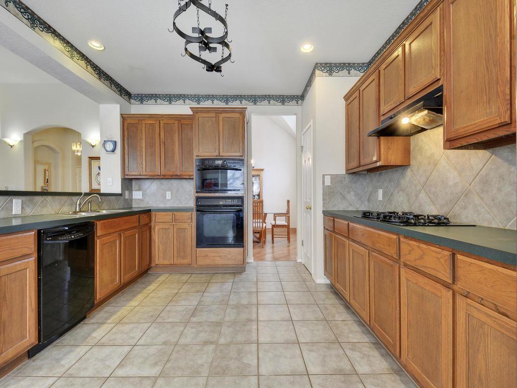 11621 Arbor Downs Rd-MLS_Size-011-8-Kitchen and Breakfast 079-1024x768-72dpi.jpg