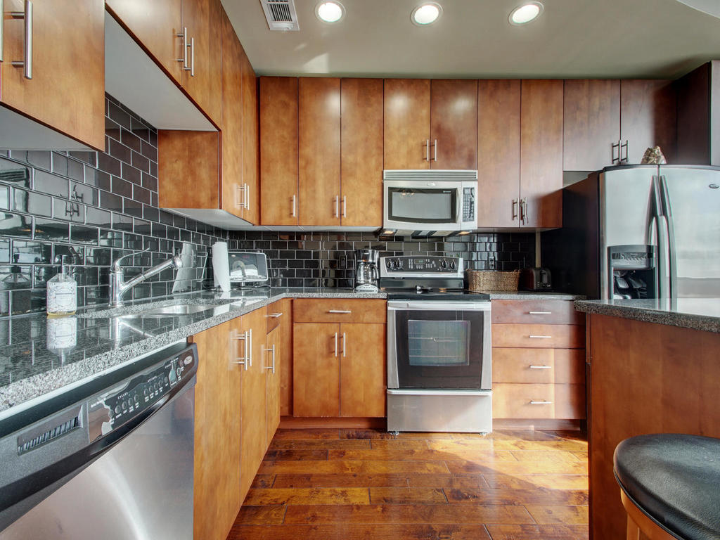 360 Nueces St-MLS_Size-009-7-Family Kitchen Dining 107-1024x768-72dpi.jpg