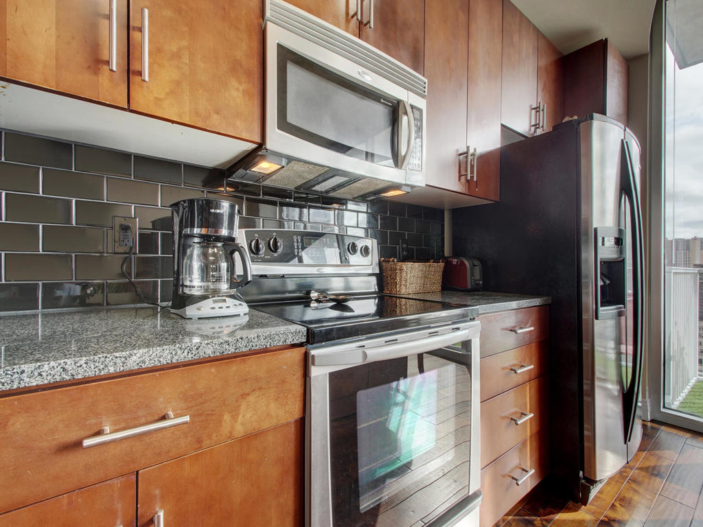 360 Nueces St-MLS_Size-012-8-Family Kitchen Dining 110-1024x768-72dpi.jpg