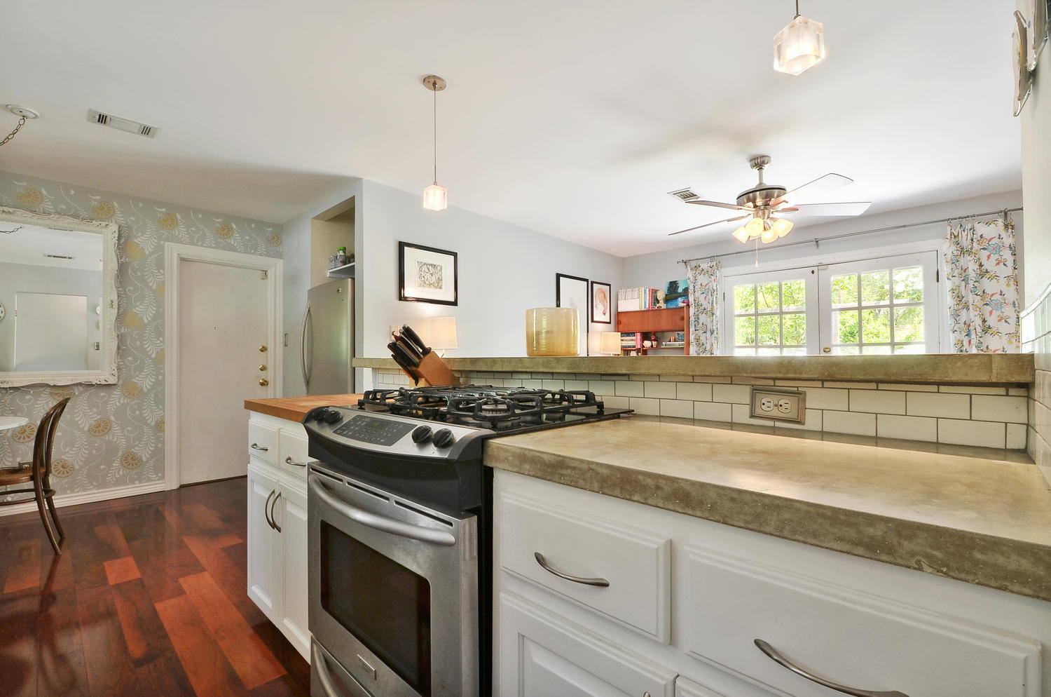 4908 Enchanted-large-013-13-Kitchen and Breakfast 004-1500x994-72dpi.jpg