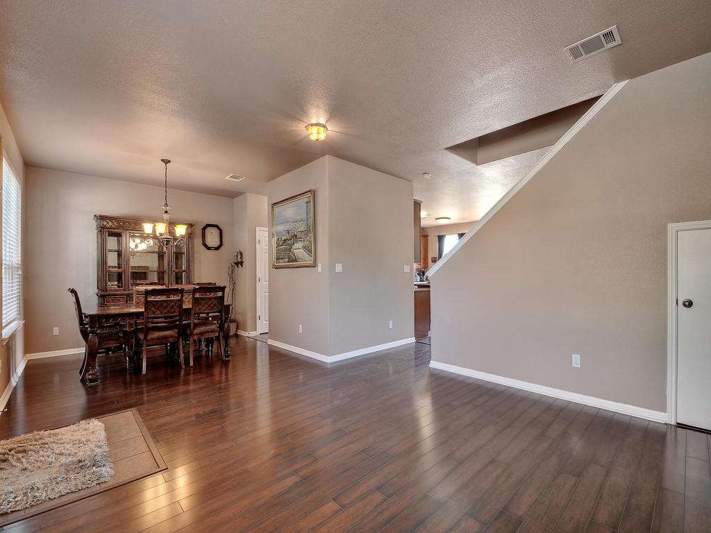 145 Covent Dr-MLS_Size-009-9-Formal Area 002-1024x768-72dpi.jpg