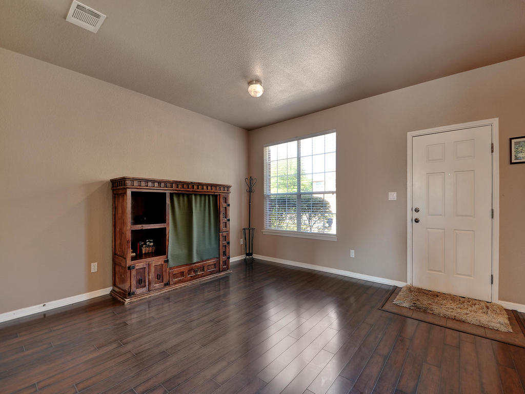 145 Covent Dr-MLS_Size-008-24-Formal Area 001-1024x768-72dpi.jpg