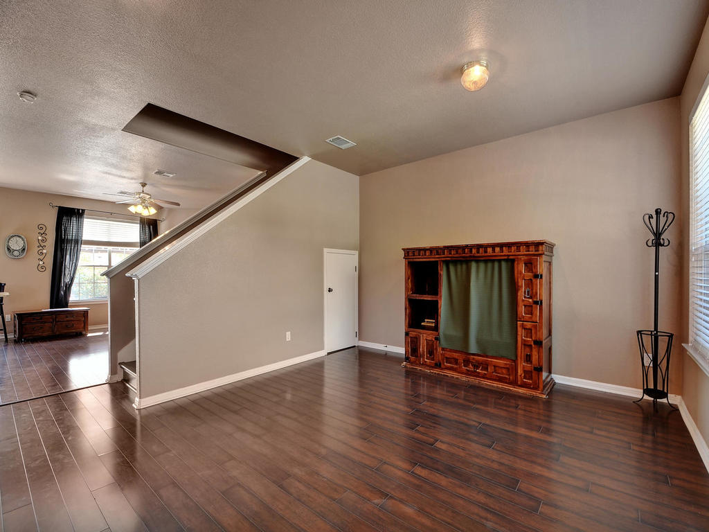 145 Covent Dr-MLS_Size-010-10-Formal Area 003-1024x768-72dpi.jpg
