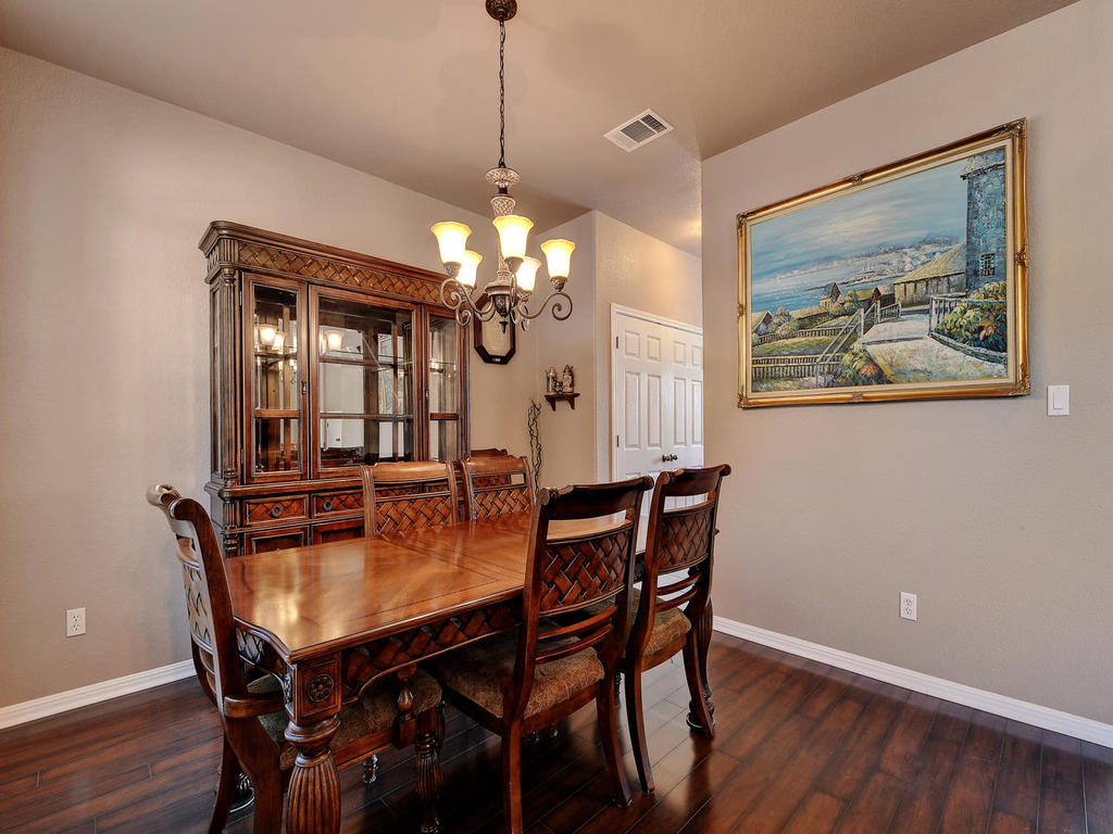 145 Covent Dr-MLS_Size-011-32-Formal Area 004-1024x768-72dpi.jpg