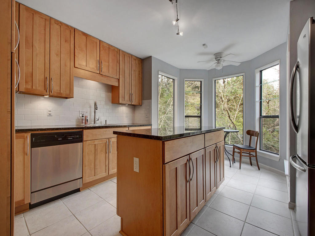 5101 Beverly Skyline-MLS_Size-012-12-Kitchen and Breakfast 067-1024x768-72dpi.jpg