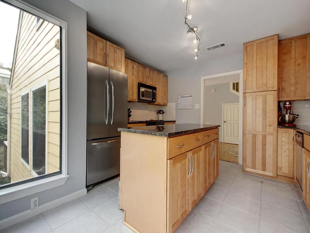 5101 Beverly Skyline-MLS_Size-015-15-Kitchen and Breakfast 070-1024x768-72dpi.jpg