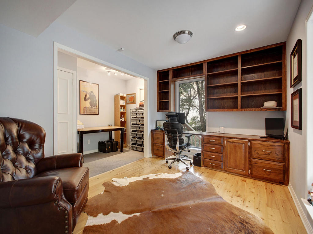 5101 Beverly Skyline-MLS_Size-020-20-Office 011-1024x768-72dpi.jpg