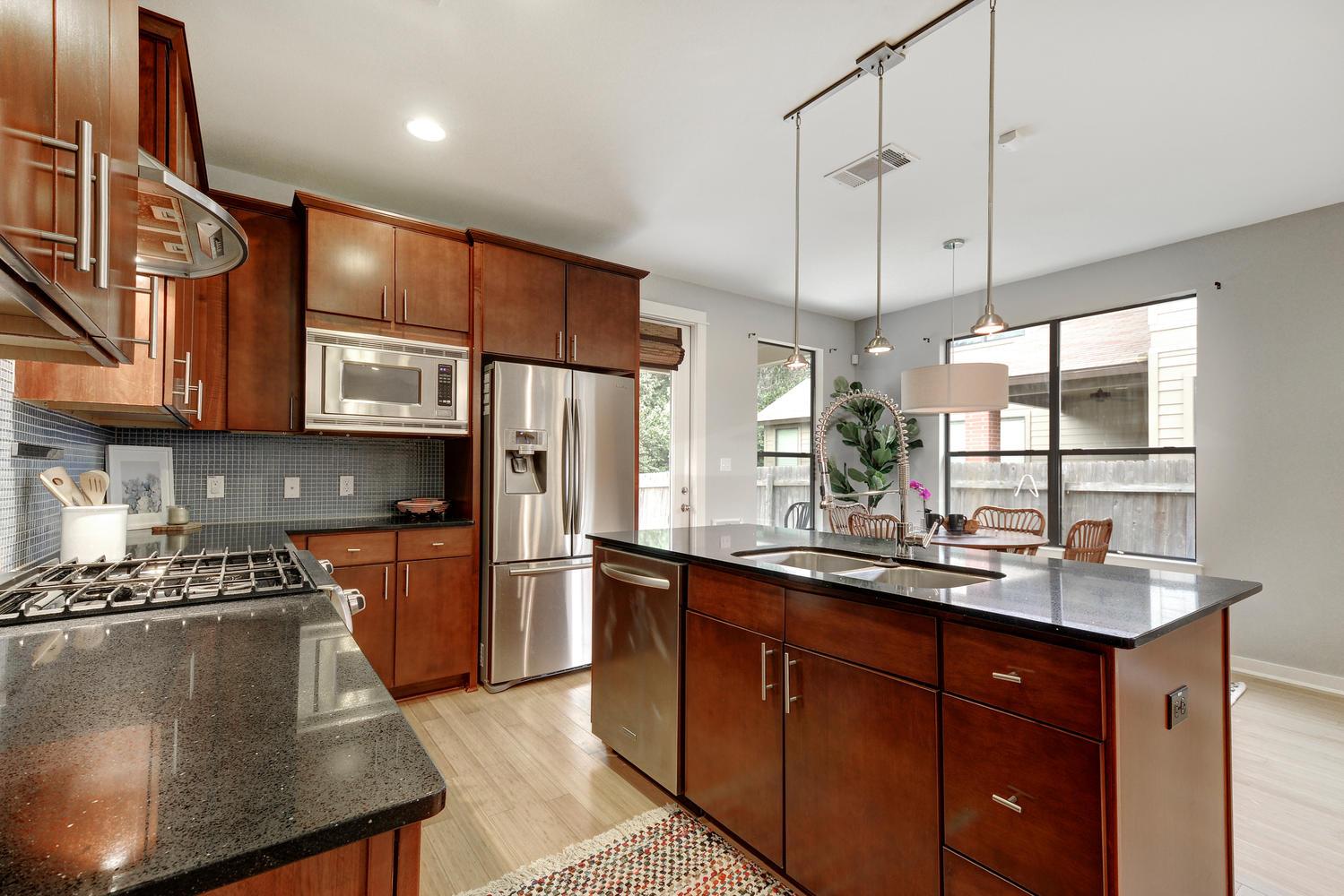 2909 Corbin Ln-large-009-15-Kitchen 002-1499x1000-72dpi.jpg