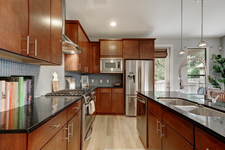 2909 Corbin Ln-large-010-23-Kitchen 003-1499x1000-72dpi.jpg