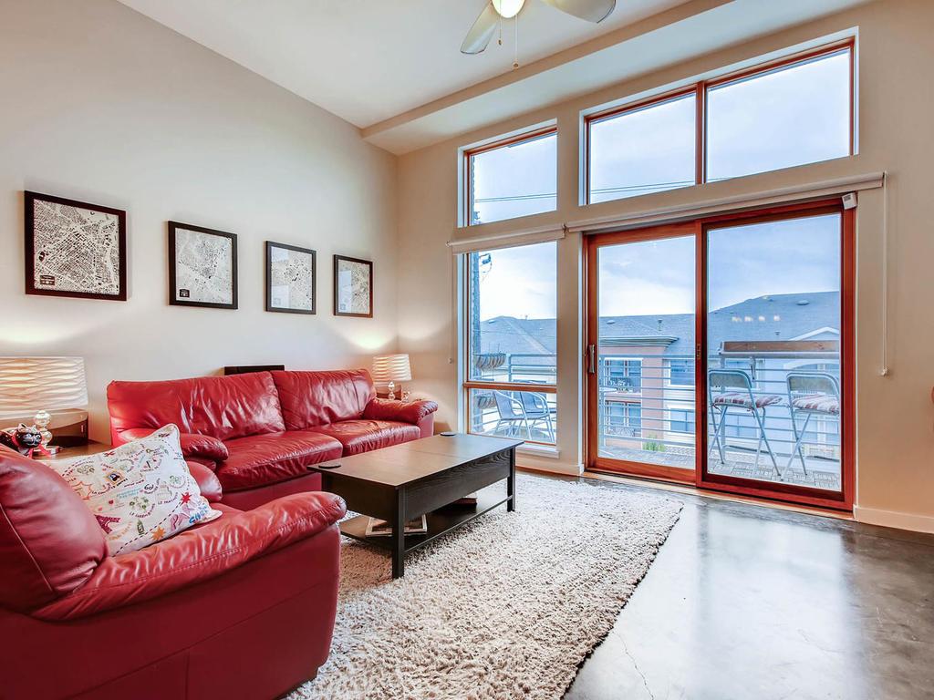 2124 E 6th 319 Austin TX 78702-MLS_Size-008-5-Living Room-1024x768-72dpi.jpg