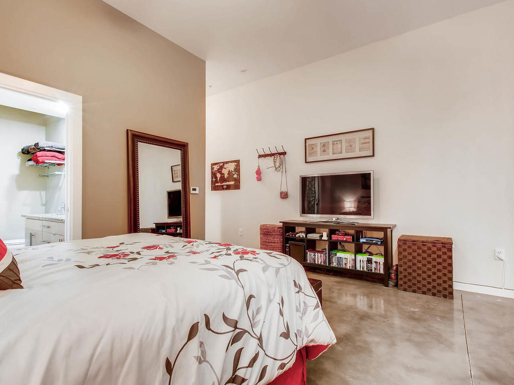 2124 E 6th 319 Austin TX 78702-MLS_Size-019-16-Master Bedroom-1024x768-72dpi.jpg