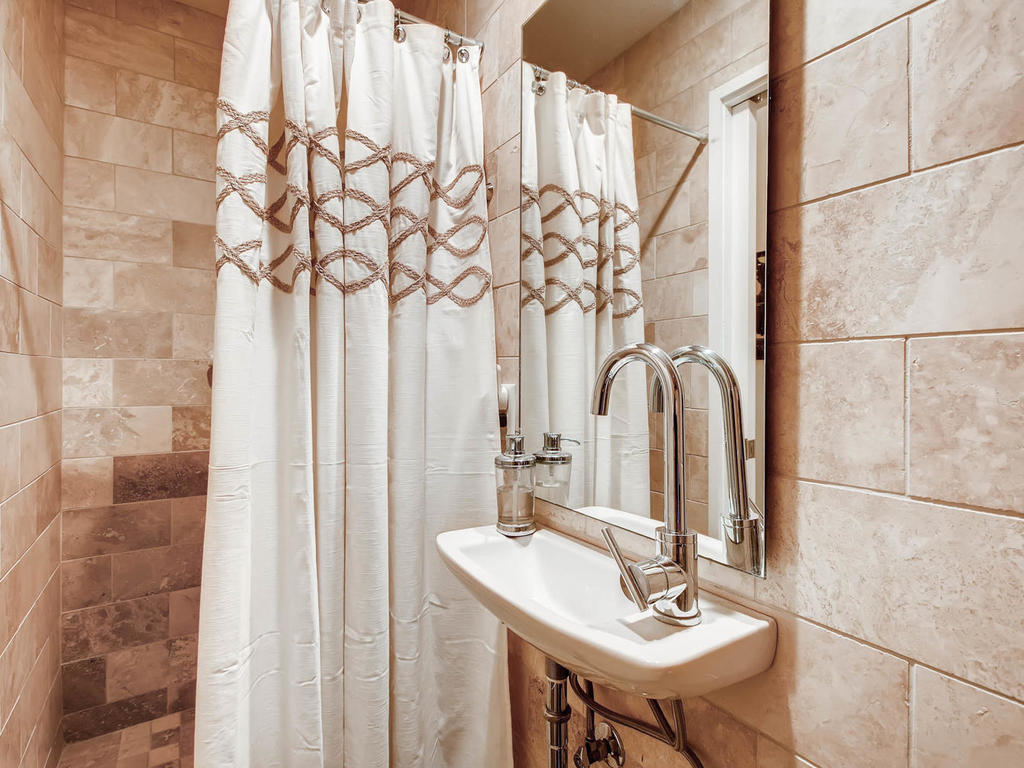 2124 E 6th 319 Austin TX 78702-MLS_Size-025-24-Bathroom-1024x768-72dpi.jpg