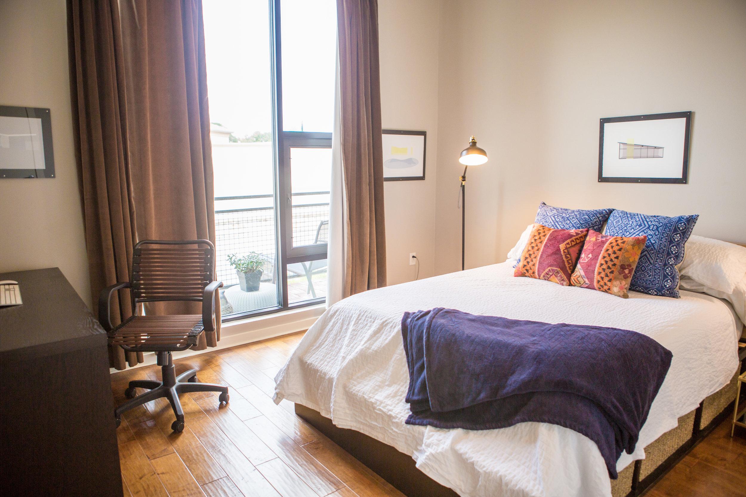 2525SLamar-WEB_7 - master bed.jpg