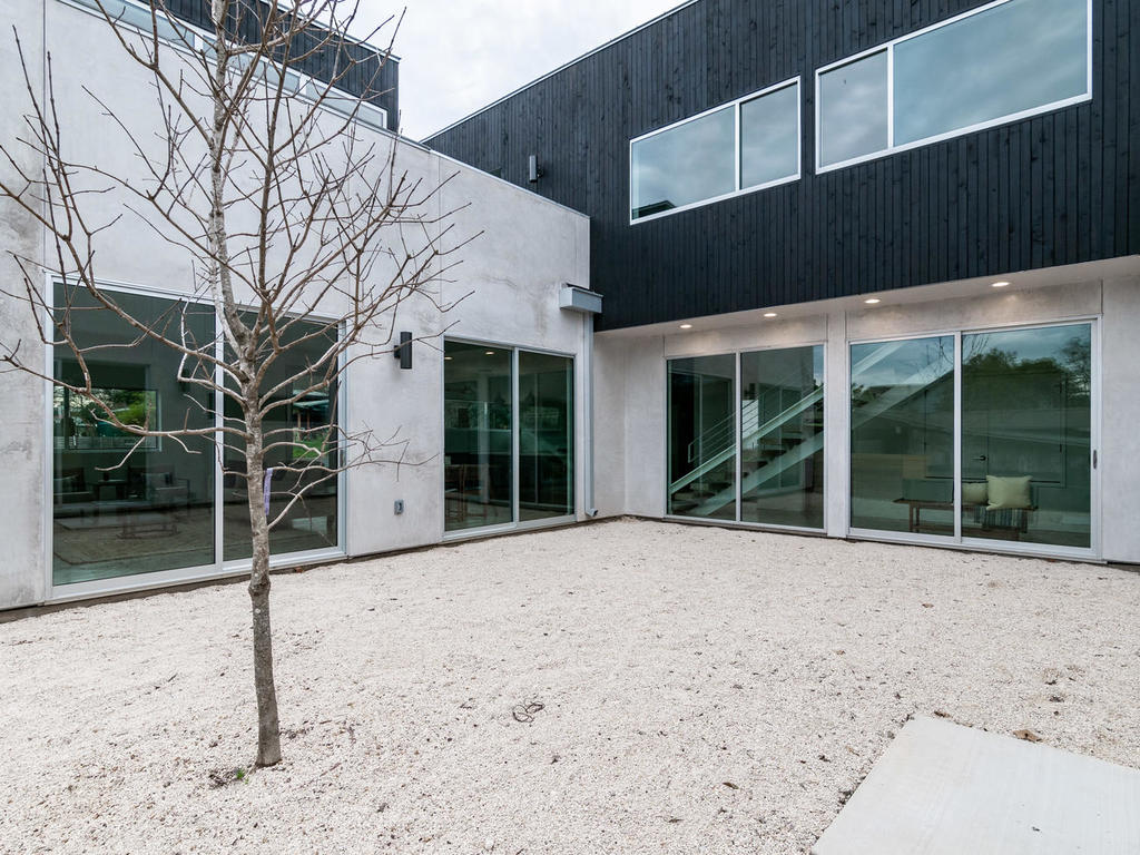 410 Post Rd A Courtyard 2.jpg