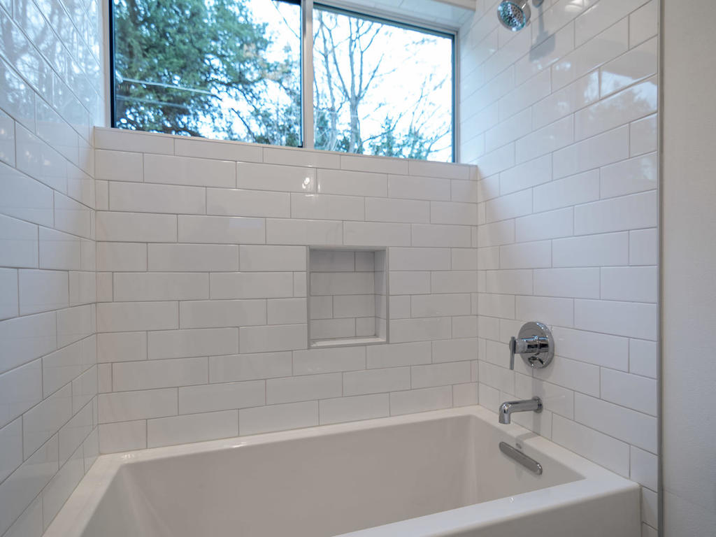 410 Post B Bath 2.jpg