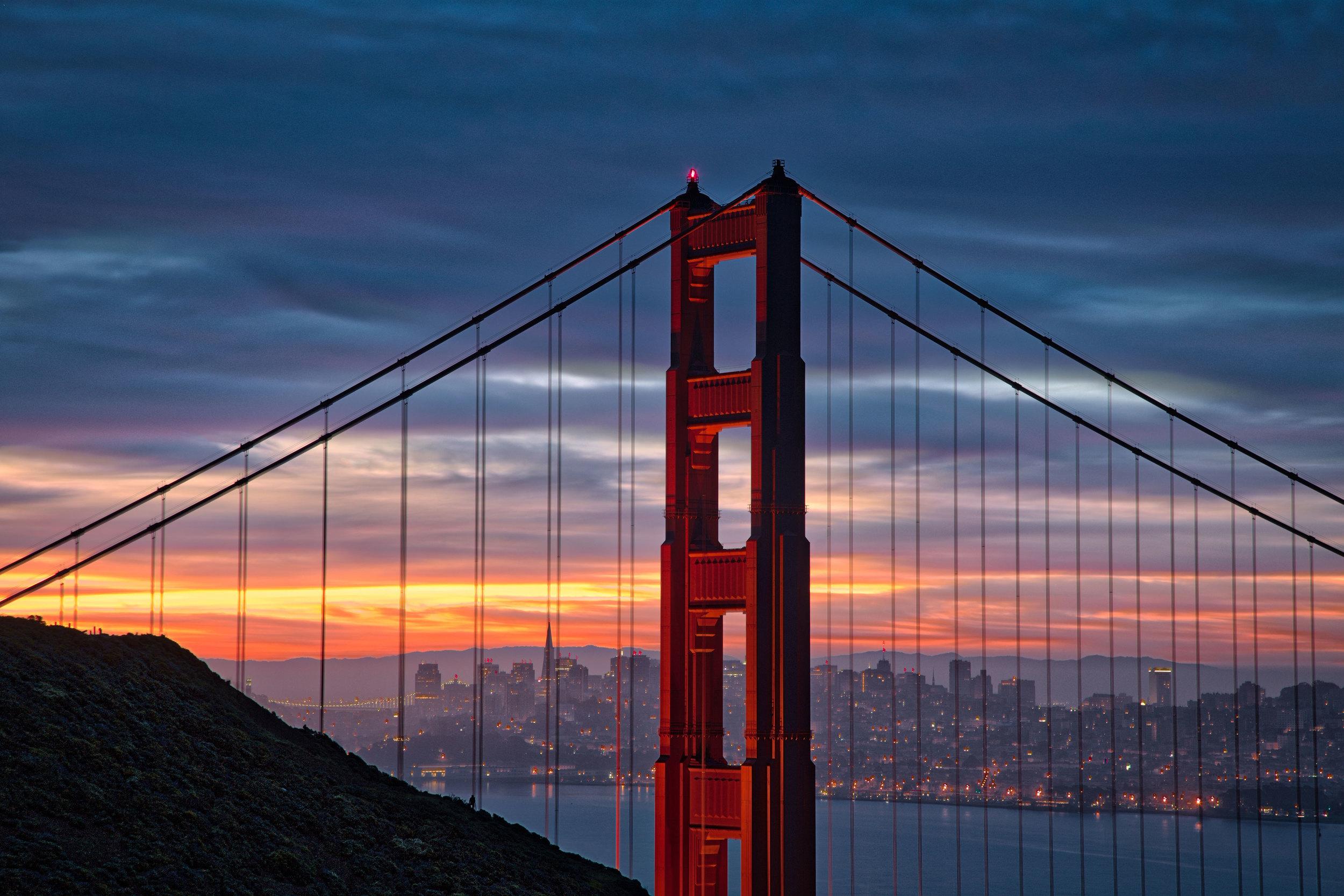 Goldengatebridgesunrise1_HDR.jpg