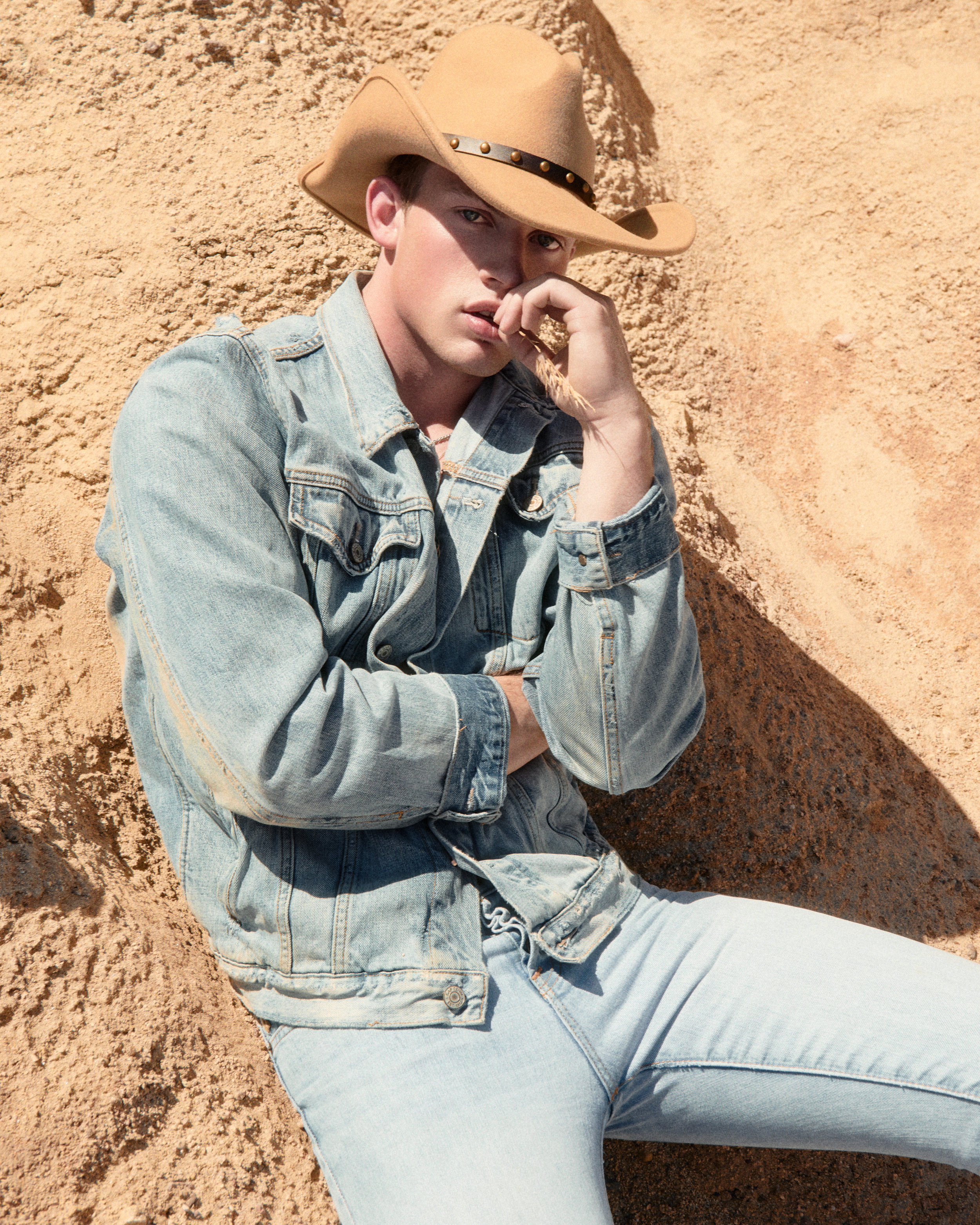 Hunter-Arthur-Tim-Sand-Sit-denim.jpg