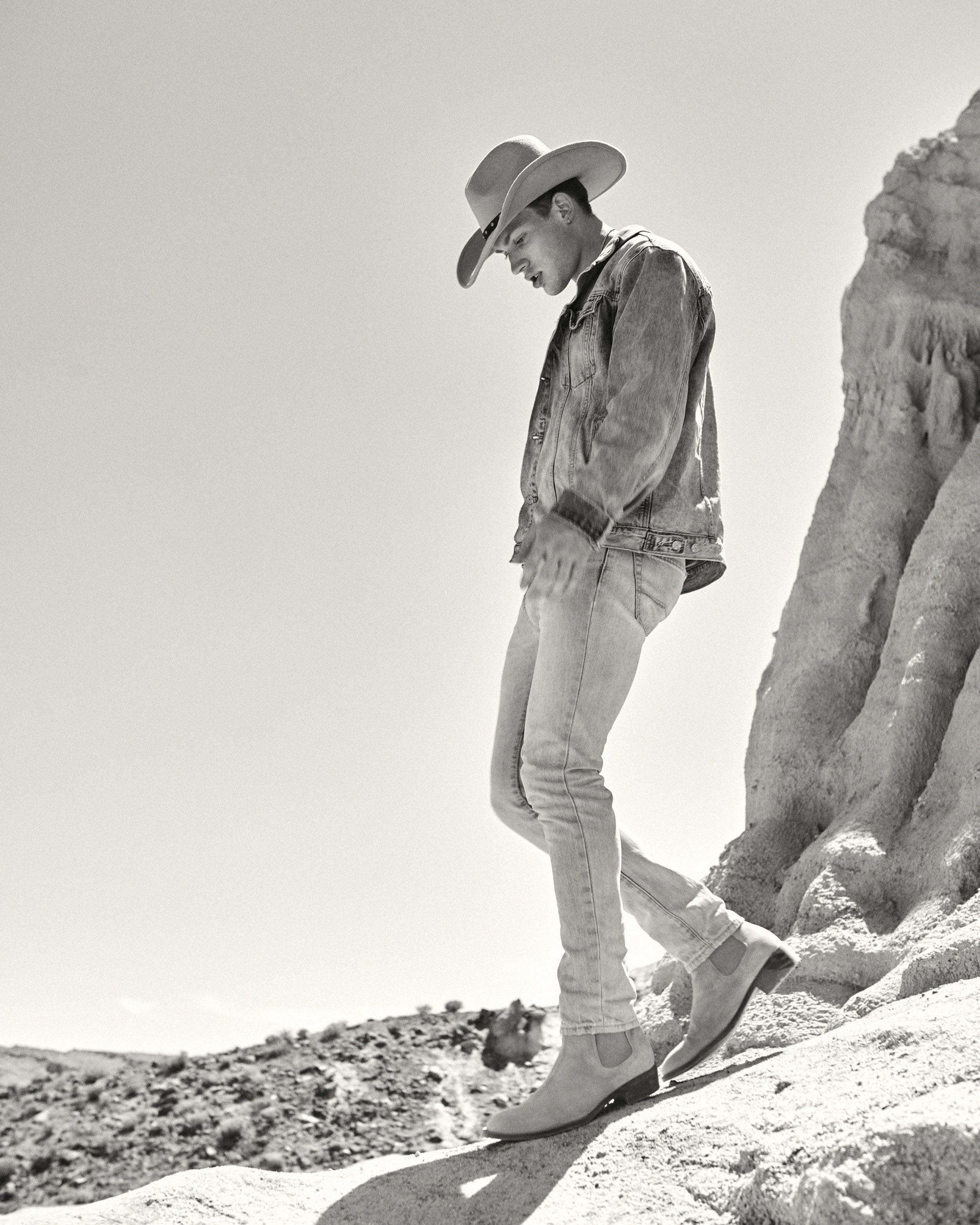 Hunter-Arthur-Tim-rock-walk-desert.jpg