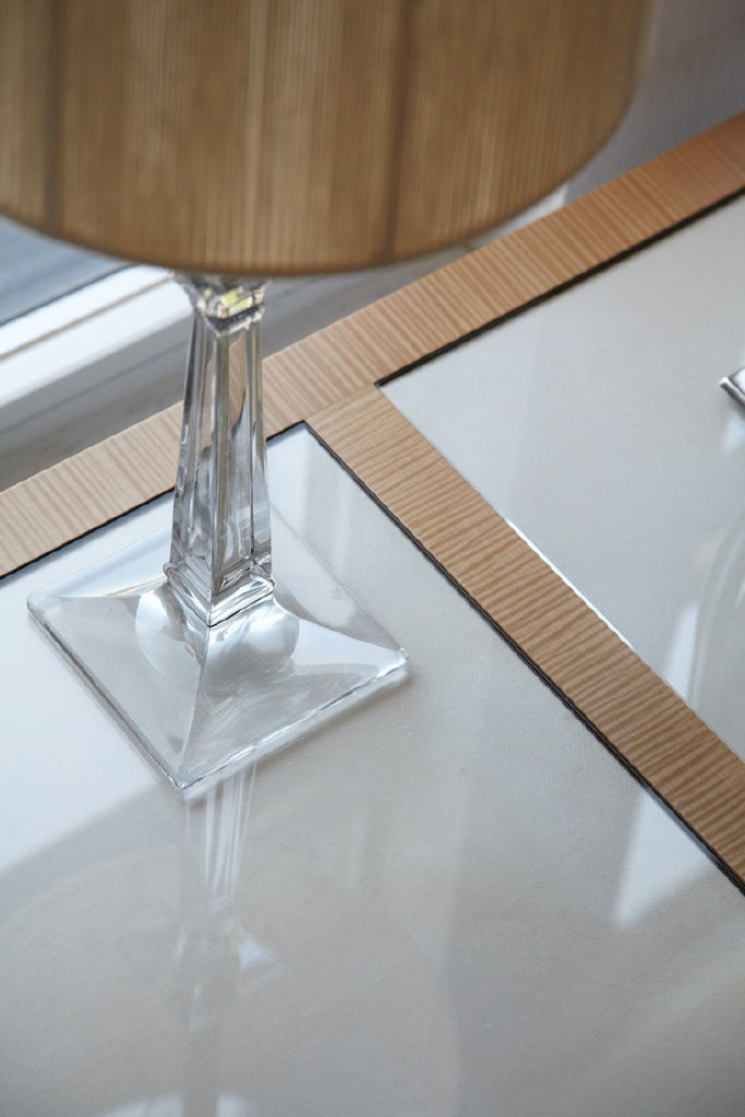 powder room desk detail3.jpg