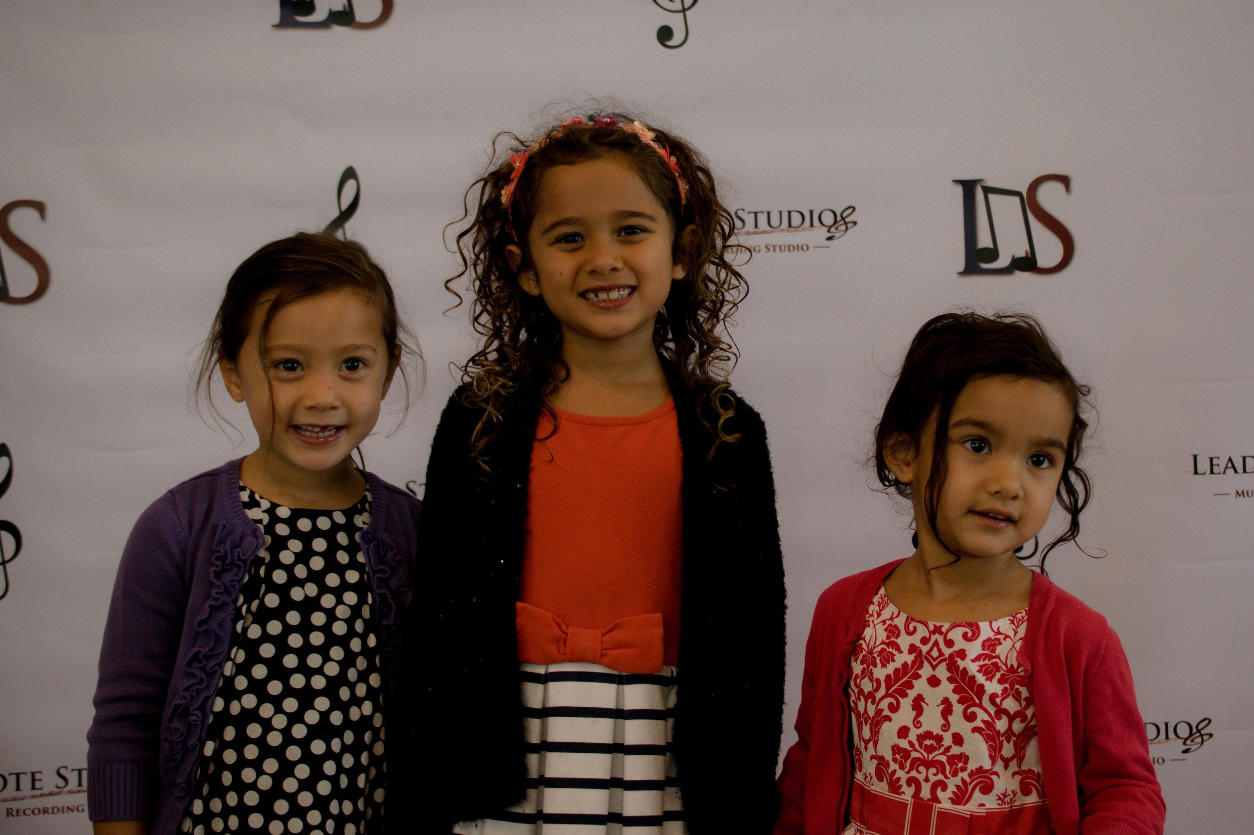 Nora, Lila & Rose Aminlari