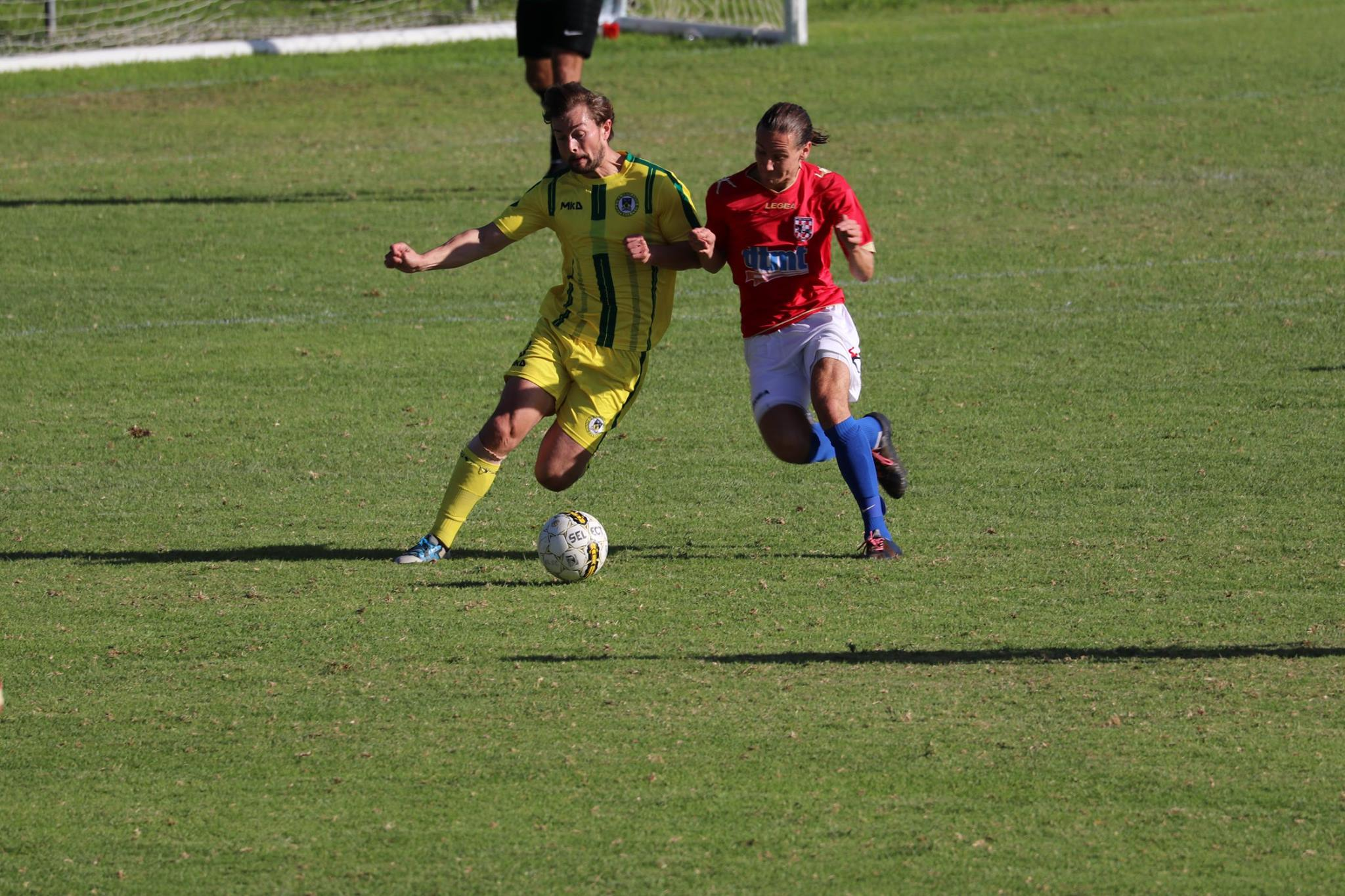 ROBBIE BLACK FIGHTS FOR THE BALL AGAINST KNIGHTS - CREDIT: GABRIELE MALUGA