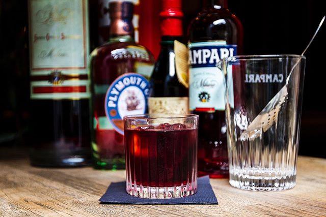Så er det Negroniweek på FF! Hele ugen kan du få en iskold Negroni til kun 50kr! #drinkingforcharity #ffaarhus #casualeatingsocialdrinking #negroni #negroniweek #campari
