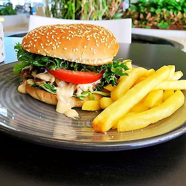Still thinking about where to eat on a Saturday morning? Come down to duo Cafe for our delicious juicy pork burger with a side of chips for only $11.90!