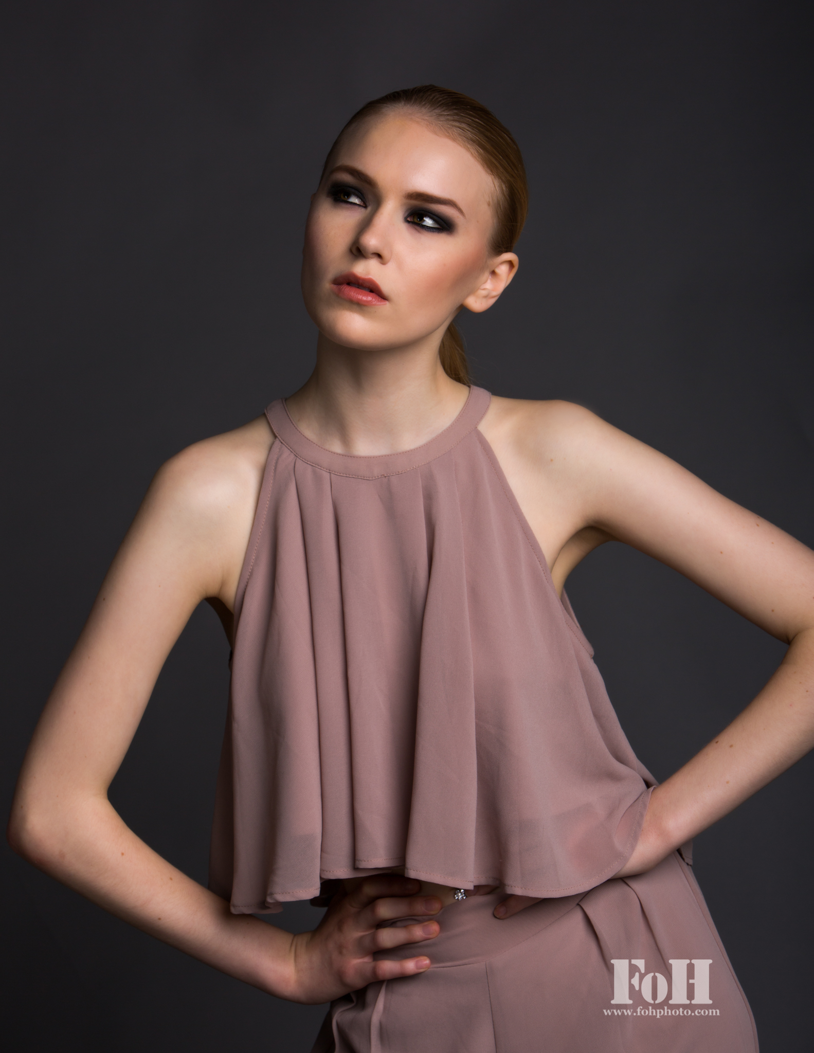 Model: Melanie, Orange Management
