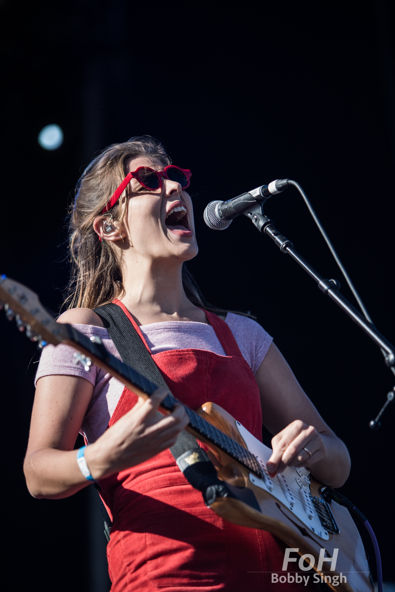 Hannah Joy of Middle Kids performing at the 2018 Field Trip Music & Arts Festival in Toronto.