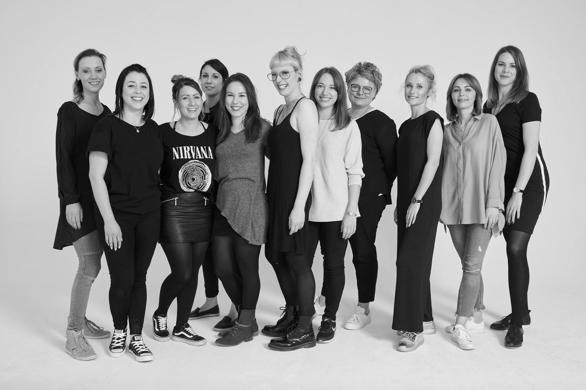 """+++ Fotoshooting Haarstudio Wieser +++ Auf dem Foto seht Ihr all die Mitarbeiter vom Unternehmen Haarstudio Wieser https://www.facebook.com/haarstudiowieser/ aus Mammendorf (München) die vor kurzem ein mega cooles Fotoshooting umgesetzt haben. Das Unternehmen ist Flagship Partner von La Biosthetique Paris, hat 5 Salons mit insgesamt 55 Mitarbeitern und gehört zu den erfolgreichsten Friseurunternehmen in der Region München! In diesem Jahr startet die zweite Marketing Kampagne """"Wieser Gesicht 2018"""" Mehr News folgen in Kürze....freut euch also schon jetzt auf tolle Bilder und Arbeiten von einem sehr kreativen und hoch motivierten Team.Mehr News findet Ihr auch auf meiner Instagram Page auf https://www.instagram.com/kukuck_marketingberater/"""