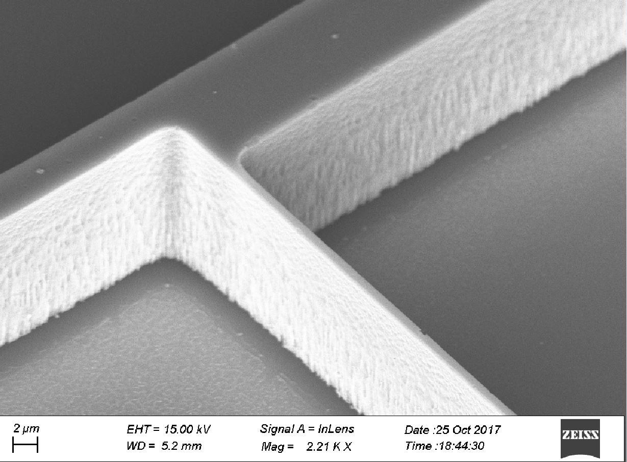 Close up of a 900nm wide MEMS resonator