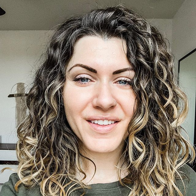 Did you know this is my NATURAL hair?👩🏻‍🦱 Neither did I!!! 😳 ... and I am 33.  Truthfully, I did not know my hair was curly! It was straight when I was a kid. Around 8th grade, it definitely changed texture. However, I always considered it to be crazy but not curly.  It just occurred to me last Saturday that my hair might be curly, so I started researching how to take care of curly hair and made an appointment at Curls Gone Wild on the next Wednesday. @curlsgonewildsalon 🙌  Khadija helped me understand how to wash, condition, shape, and refresh my hair. When I got back to the mirror, I was so surprised to find the top of my hair was actually curly and not a weird, stringy, straight/frizzy mess! I mean, what is this wizardry? 🤩 I am completely blown away and SO VERY THANKFUL for Curls Gone Wild taking the time to educate me on curly hair! 💁‍♀️These pictures are a progression of my hair from Saturday-Thursday. A period of 6 days! I can't believe it looks like this after I have lived my whole life processing, straightening, and treating it like straight hair.  Please tell me I'm not alone in this! Have you ever realized something new about yourself that has been there all along? . . . . . #beauty #arizona #stunning #communityovercompetition #risingtidesociety #instagood #instalike #elegance #girlgaze #uoonyou #fpme #heartmagazine #befree #lovethelittlethings #zooeyasweare #theeverygirl #theeverydaygirl #free #bohemian #hippie #portraitphotography #beautyunveiledmovement #jesslegaspiphotography #womenempowerment #curlygirlmethod #curlsforthegirls #devacut #devacurl