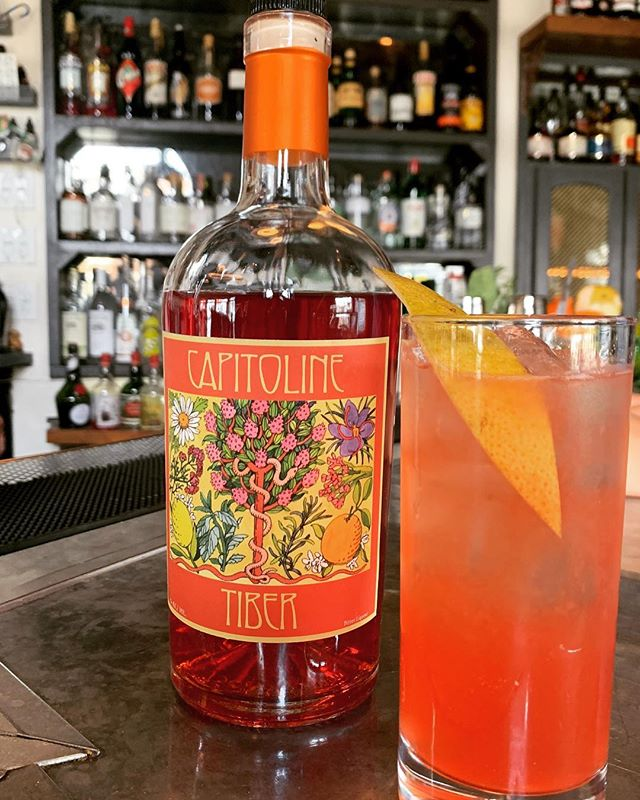 #bitter #citrus #sparkle make for the perfect #springtime #cocktail . . . . •Capitoline Tiber •Grapefruit •Tonic