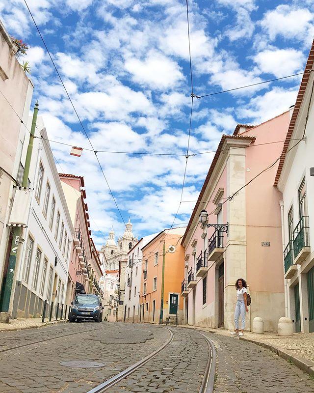 Alfama, lievelingswijkje van Lissabon 🚃💕 met @angelaspoor0866
