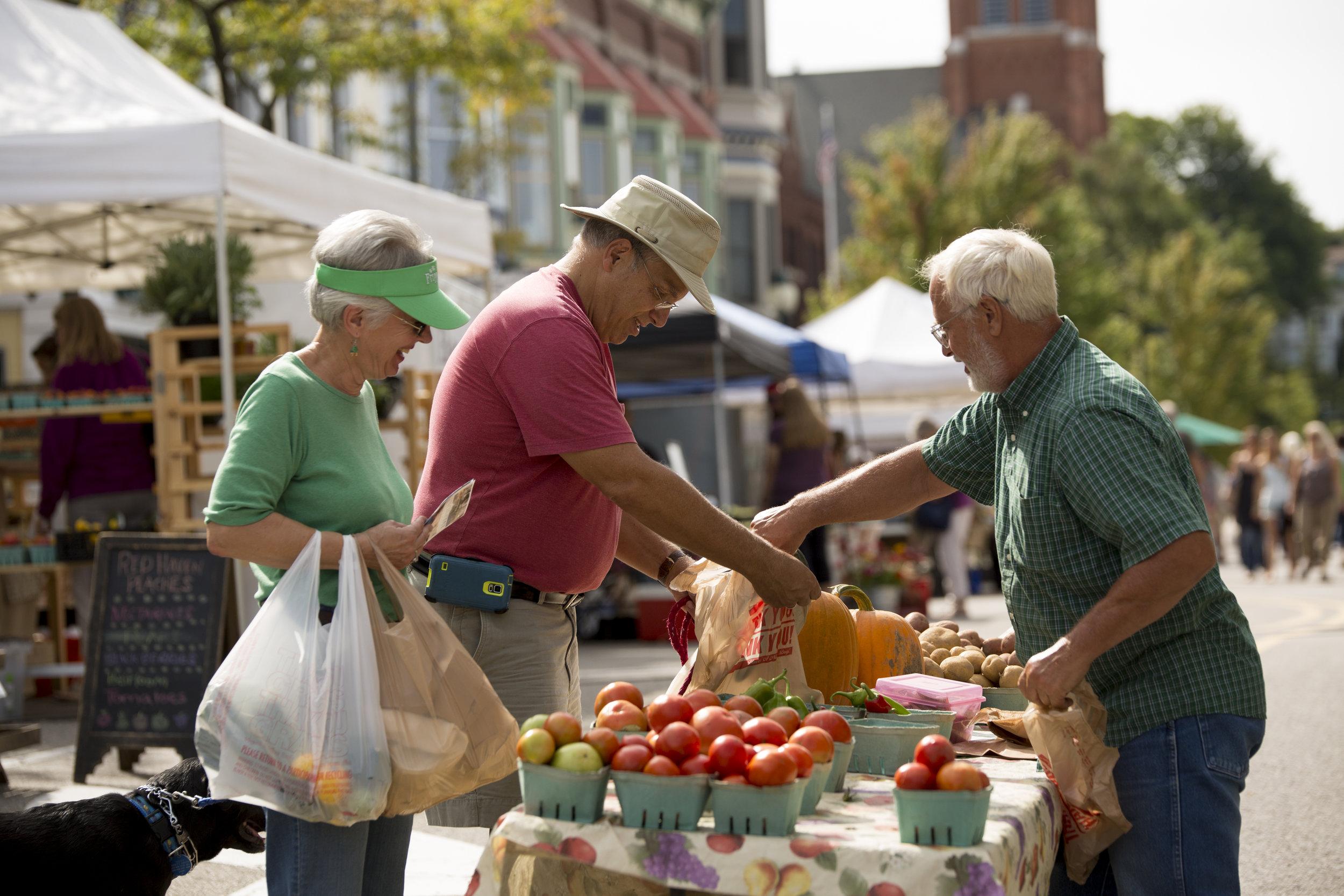 Couple Buying Tomatoes-11.jpg
