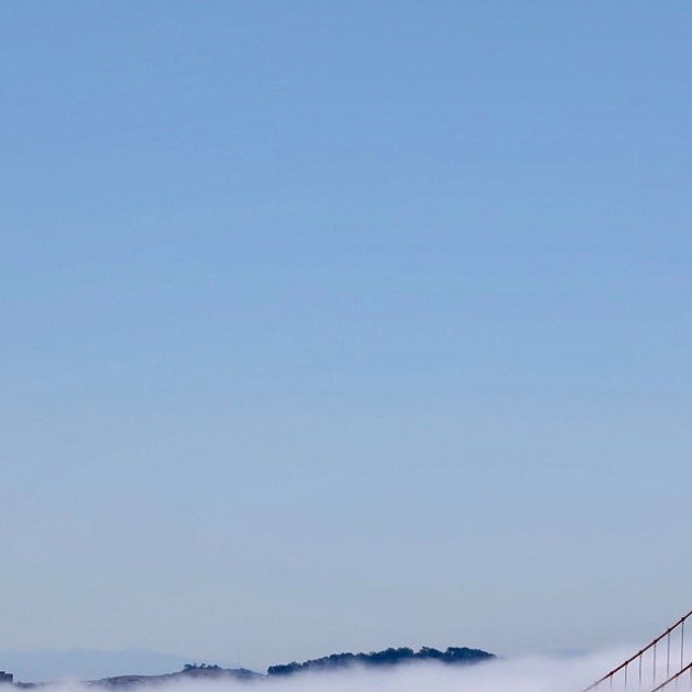Low fog event (5/6) . . . . . . #sanfrancisco #lowfogevent #sf #photography #beautiful #nature #landscape #fog #coolphoto #allshots #findyourpeak #peakdesign #canon #5dmkiv #5d #canonphotography #goldengatebridge #bridge
