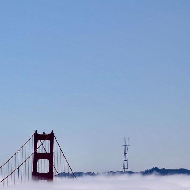 Low fog event (4/6) . . . . . . #sanfrancisco #lowfogevent #sf #photography #beautiful #nature #landscape #fog #coolphoto #allshots #findyourpeak #peakdesign #canon #5dmkiv #5d #canonphotography #goldengatebridge #bridge