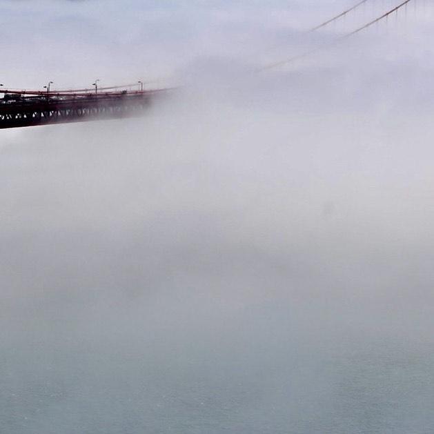 Low fog event (2/6) . . . . . . #sanfrancisco #lowfogevent #sf #photography #beautiful #nature #landscape #fog #coolphoto #allshots #findyourpeak #peakdesign #canon #5dmkiv #5d #canonphotography #goldengatebridge #bridge