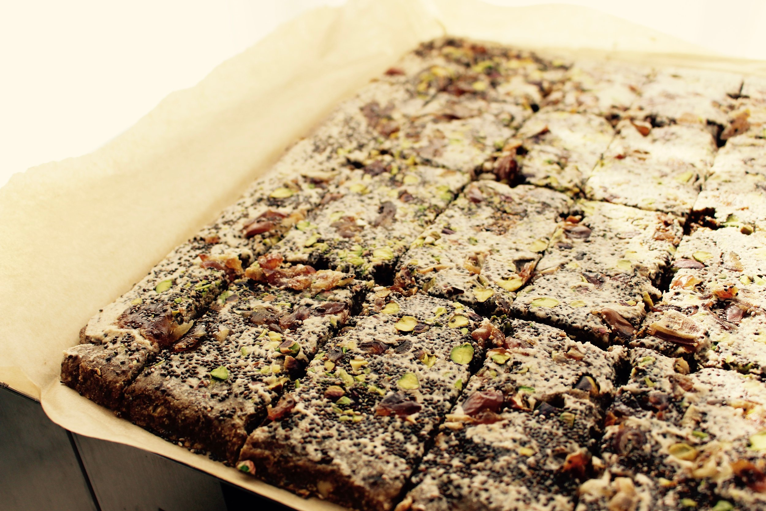 I invented a brand new recipe for some serious energy bars with plenties of super foods, nuts, dried fruits and self made peanut butter. This one deserves to be featured in my new cook book :-)! Yum....