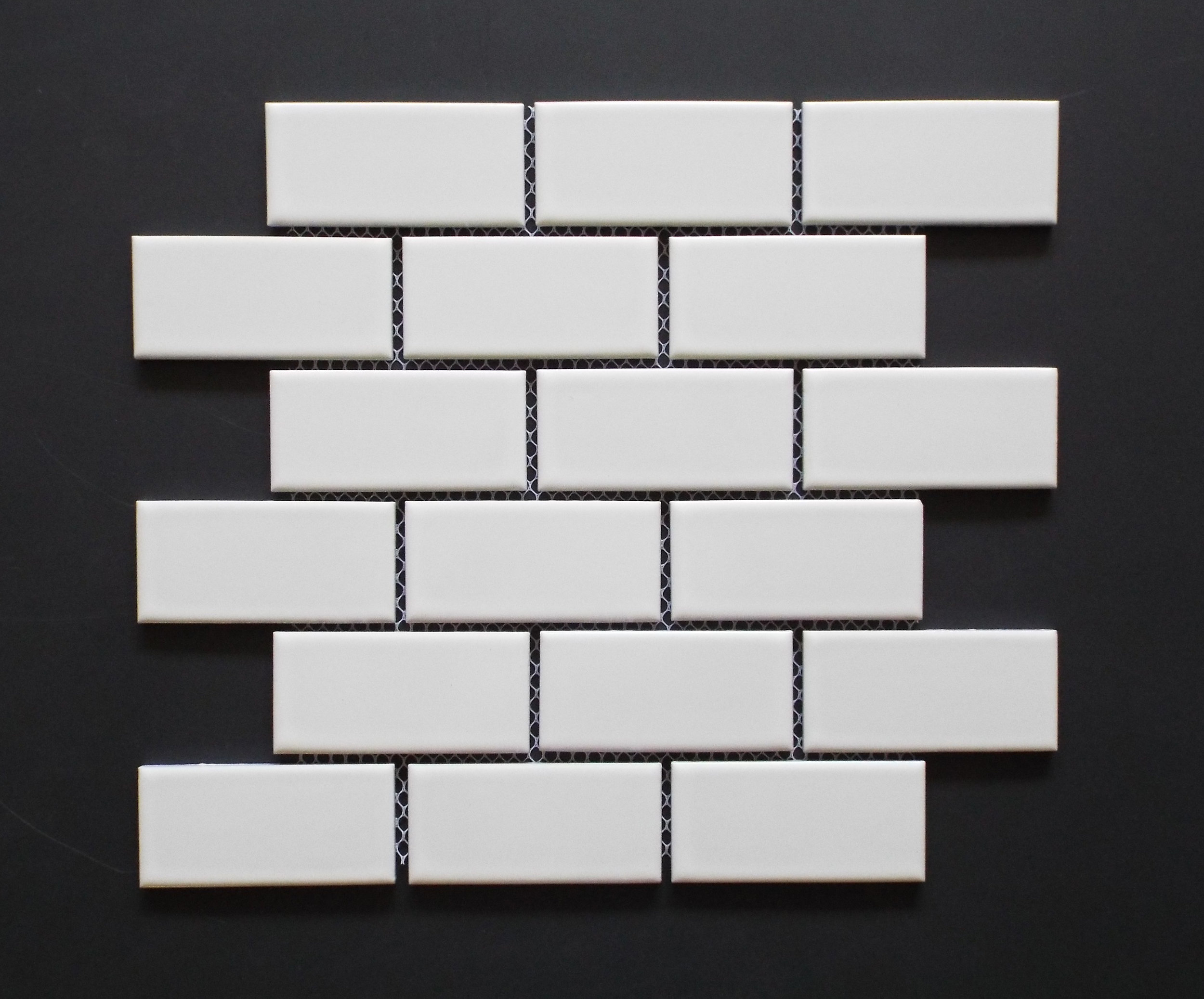 "BRICK WHITE - 2""X4""   18 PC/CTN (17 SF)/   54 CTN/PLT"