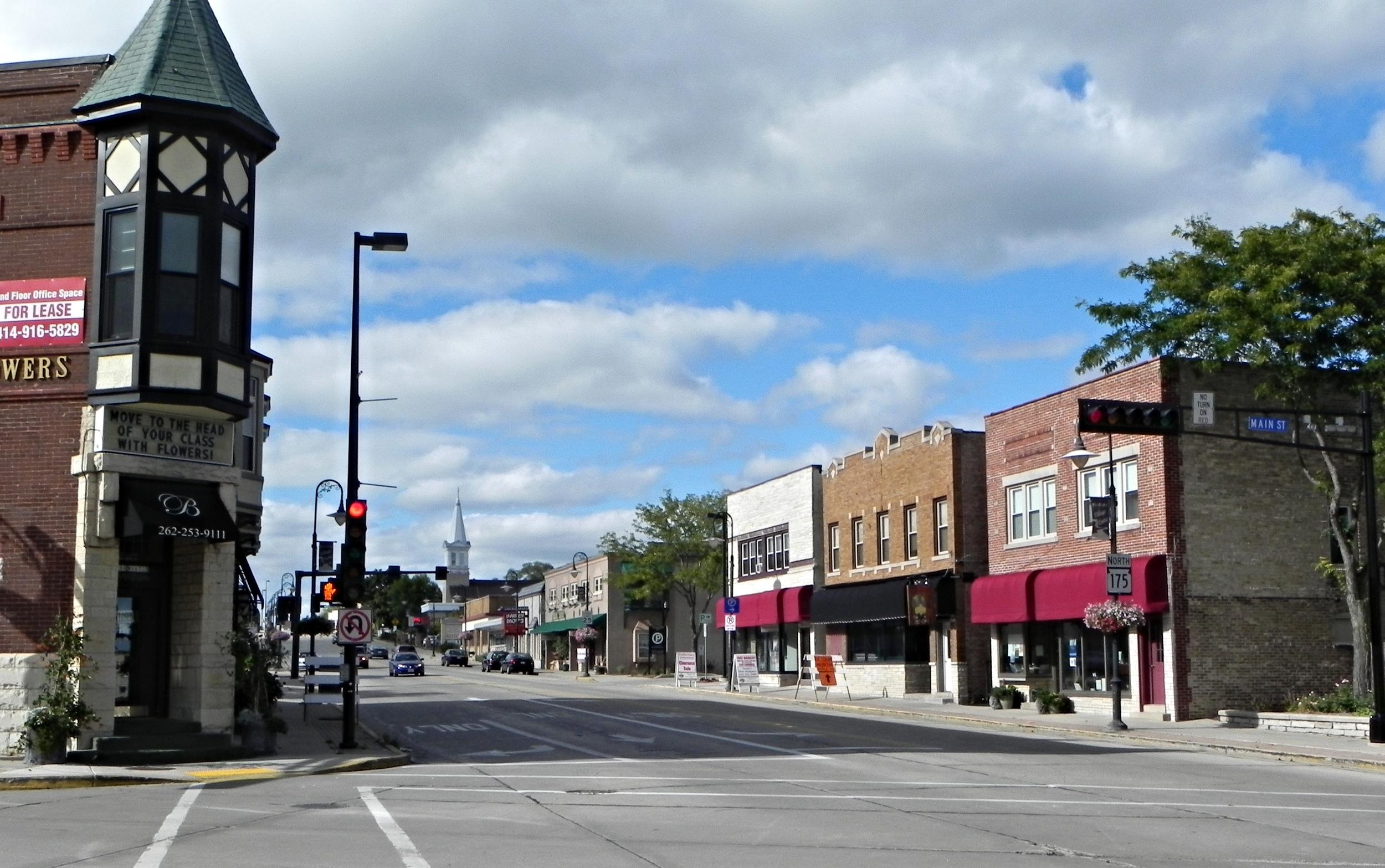 Main_Street_Historic_District_of_Menomonee_Falls,_WI.JPG