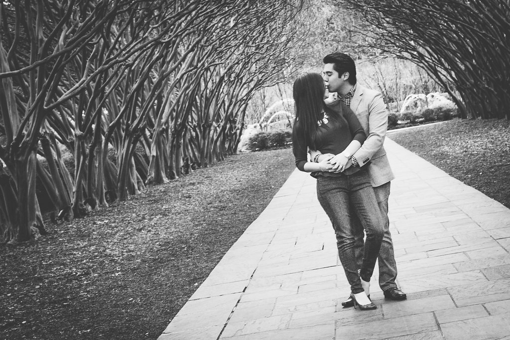 dallas_arboretum_engagement_Photographer.jpg