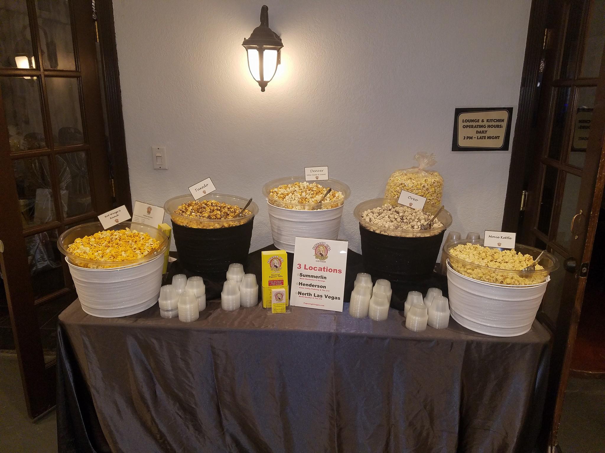 Popcorn girl Table