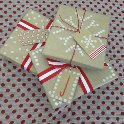 Creative kraft paper wrapping ideas: pencil erasers + stamp pads