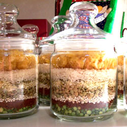 Easy homemade gift: soup in a jar